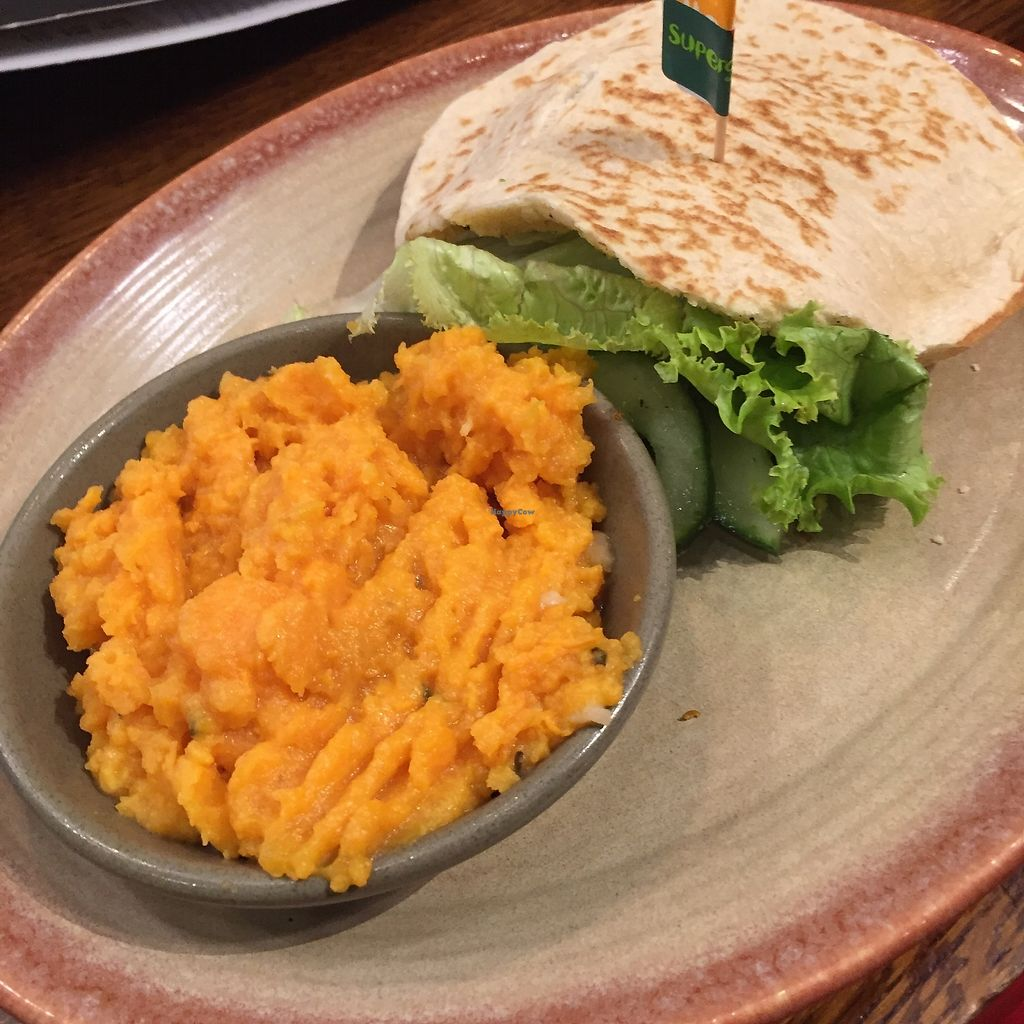"Photo of Nando's  by <a href=""/members/profile/TARAMCDONALD"">TARAMCDONALD</a> <br/>New vegan green burger choice of wap, burger bun or wrap... I chose the pita :) <br/> October 24, 2017  - <a href='/contact/abuse/image/103205/318400'>Report</a>"