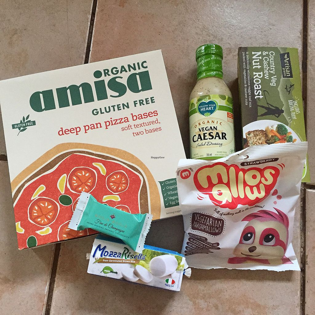 """Photo of Glo Foods  by <a href=""""/members/profile/bakeydoesntbake"""">bakeydoesntbake</a> <br/>Great selection! <br/> January 21, 2018  - <a href='/contact/abuse/image/103269/349550'>Report</a>"""