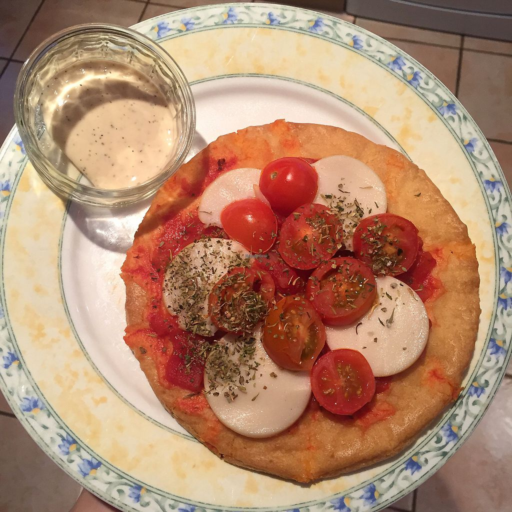 """Photo of Glo Foods  by <a href=""""/members/profile/bakeydoesntbake"""">bakeydoesntbake</a> <br/>Amazing pizza meal package  <br/> January 21, 2018  - <a href='/contact/abuse/image/103269/349552'>Report</a>"""