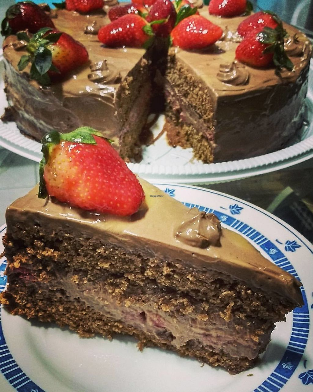 "Photo of AMO Cafe Vegano  by <a href=""/members/profile/PedroStellet"">PedroStellet</a> <br/>Strawberry Chocolate cake <br/> October 20, 2017  - <a href='/contact/abuse/image/103283/316991'>Report</a>"