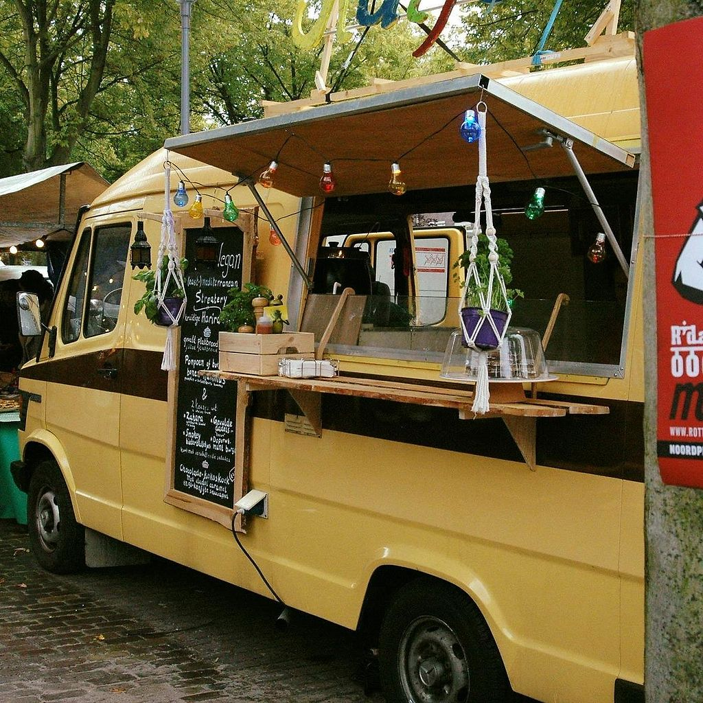 "Photo of Ratjetoe  by <a href=""/members/profile/Ratjetoe"">Ratjetoe</a> <br/>Our cheerful foodtruck! <br/> October 25, 2017  - <a href='/contact/abuse/image/103311/318713'>Report</a>"