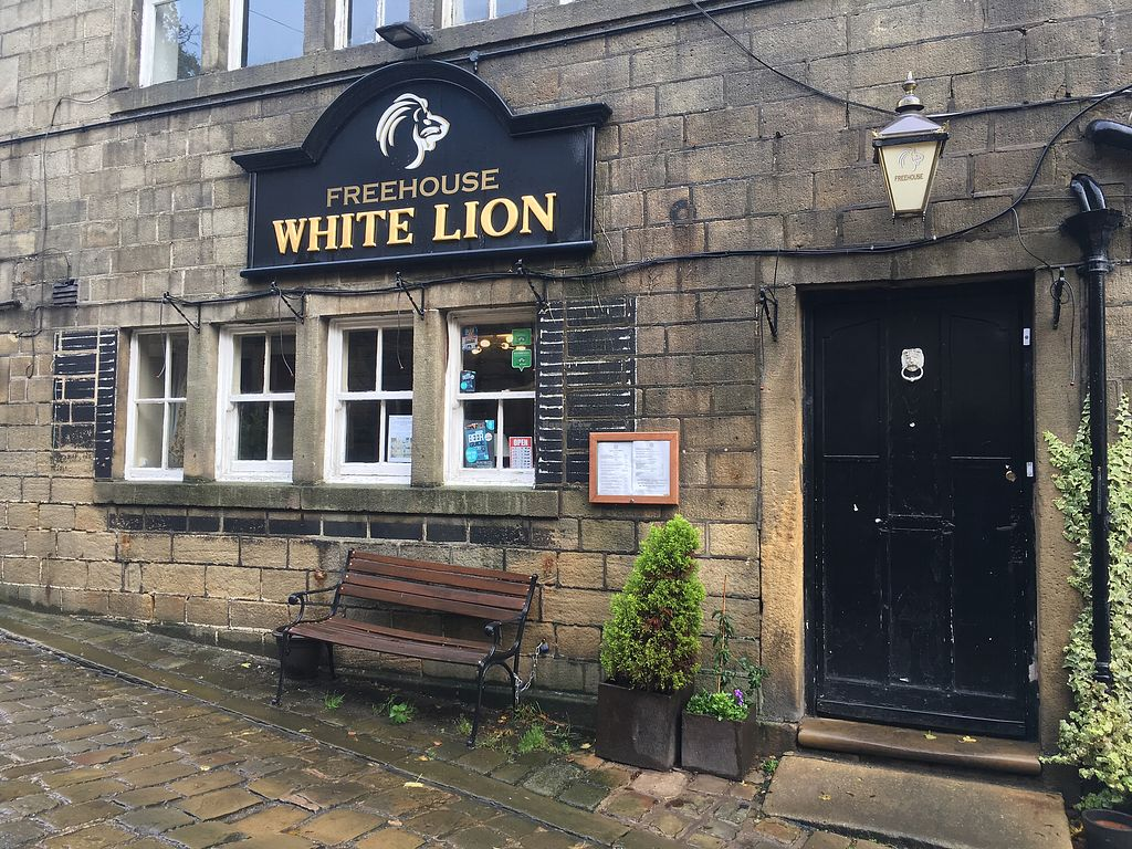 """Photo of The White Lion  by <a href=""""/members/profile/Frijoles"""">Frijoles</a> <br/>White Lion <br/> October 22, 2017  - <a href='/contact/abuse/image/103383/317629'>Report</a>"""