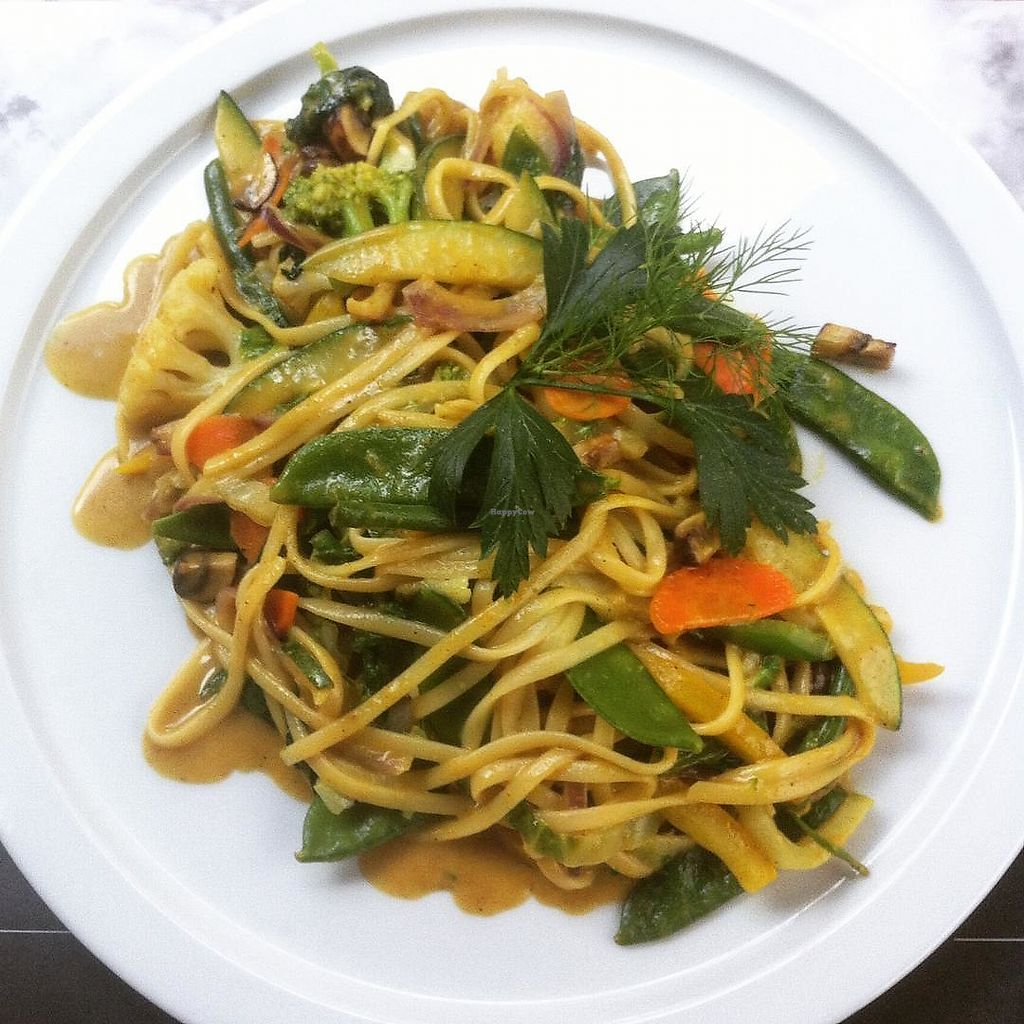 "Photo of d'Afspraak  by <a href=""/members/profile/Zjef"">Zjef</a> <br/>Noodles with vegetable wok and curry sauce <br/> October 23, 2017  - <a href='/contact/abuse/image/103527/318139'>Report</a>"