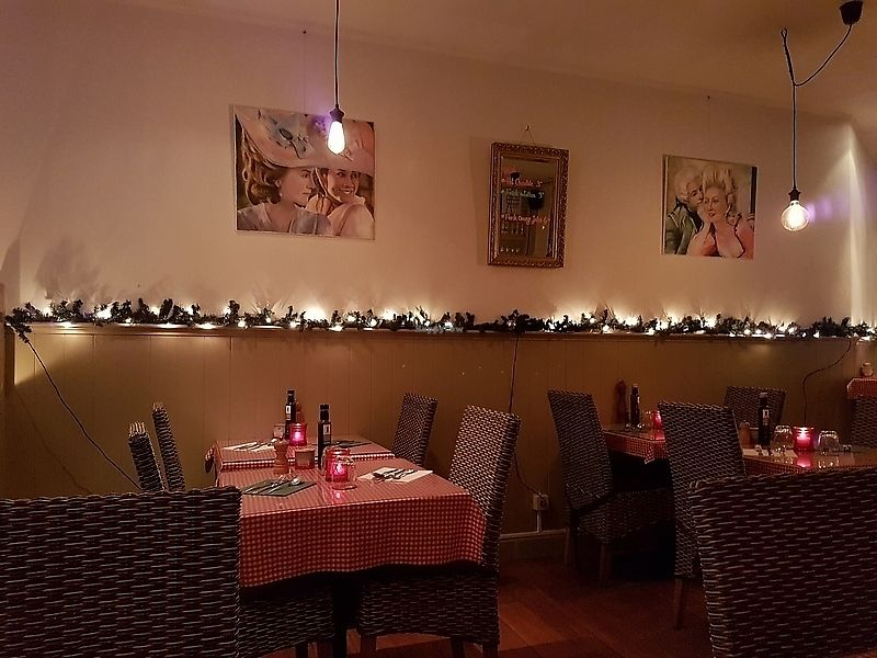 """Photo of Bierbrasserie Brugsche Tafel  by <a href=""""/members/profile/TrudiBruges"""">TrudiBruges</a> <br/>interior <br/> December 7, 2017  - <a href='/contact/abuse/image/103542/333153'>Report</a>"""