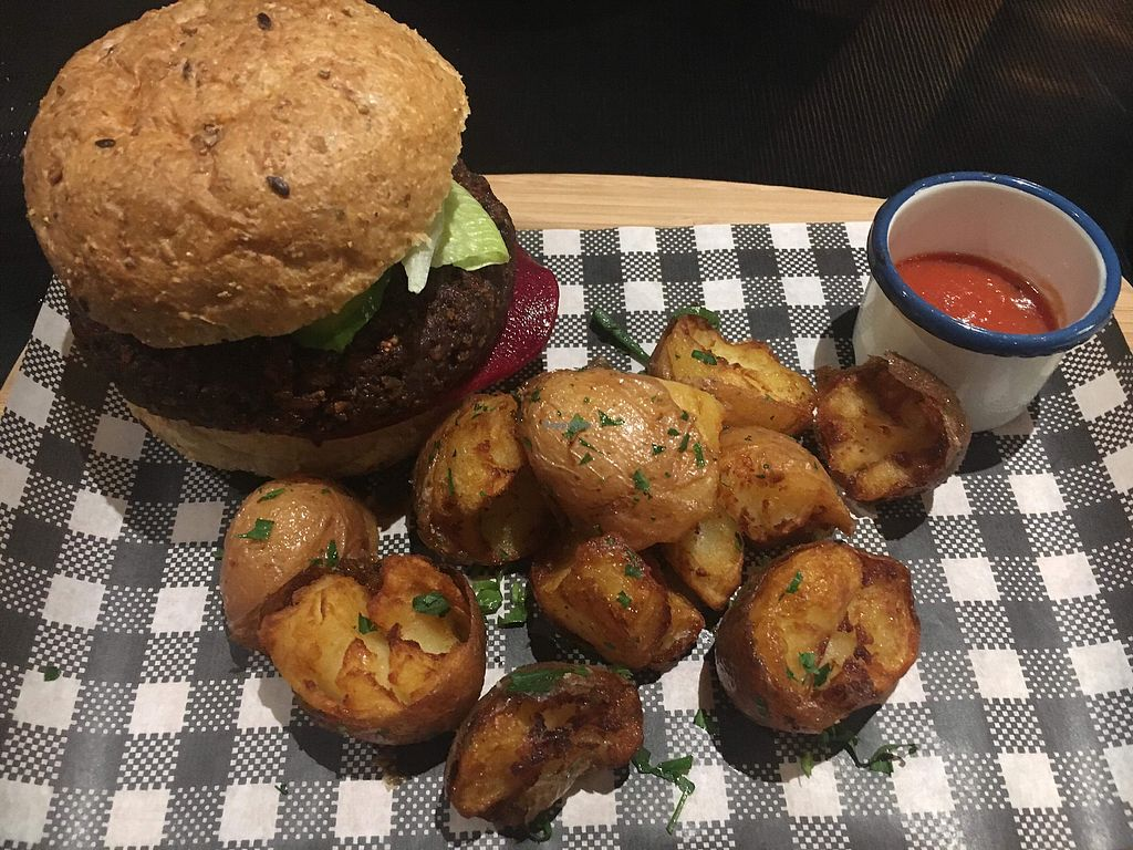 "Photo of Green Man's Arms  by <a href=""/members/profile/NDVegan"">NDVegan</a> <br/>Vegan Burger. Bun, potatoes, patty & side sauce could all be better.  <br/> January 31, 2018  - <a href='/contact/abuse/image/103719/353132'>Report</a>"