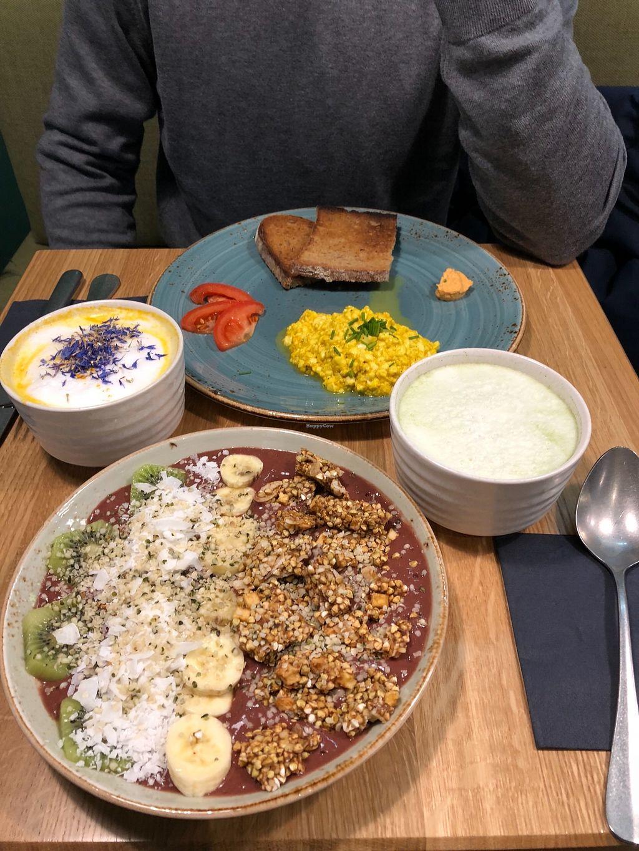 "Photo of Lebeleicht Hamburg  by <a href=""/members/profile/anninamaier"">anninamaier</a> <br/>Vegan scrambled eggs, vegan golden mylk, vegan strawberry field bowl (açai bowl) and vegan matcha latte <br/> February 7, 2018  - <a href='/contact/abuse/image/103727/356166'>Report</a>"