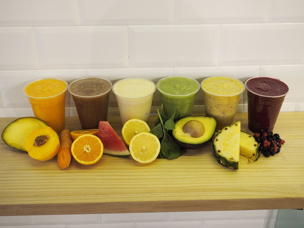 "Photo of Cinco Fast & Healthy  by <a href=""/members/profile/JuanRomeroG%C3%B3mez"">JuanRomeroGómez</a> <br/>Zumos y smoothies naturales <br/> October 27, 2017  - <a href='/contact/abuse/image/103760/319332'>Report</a>"
