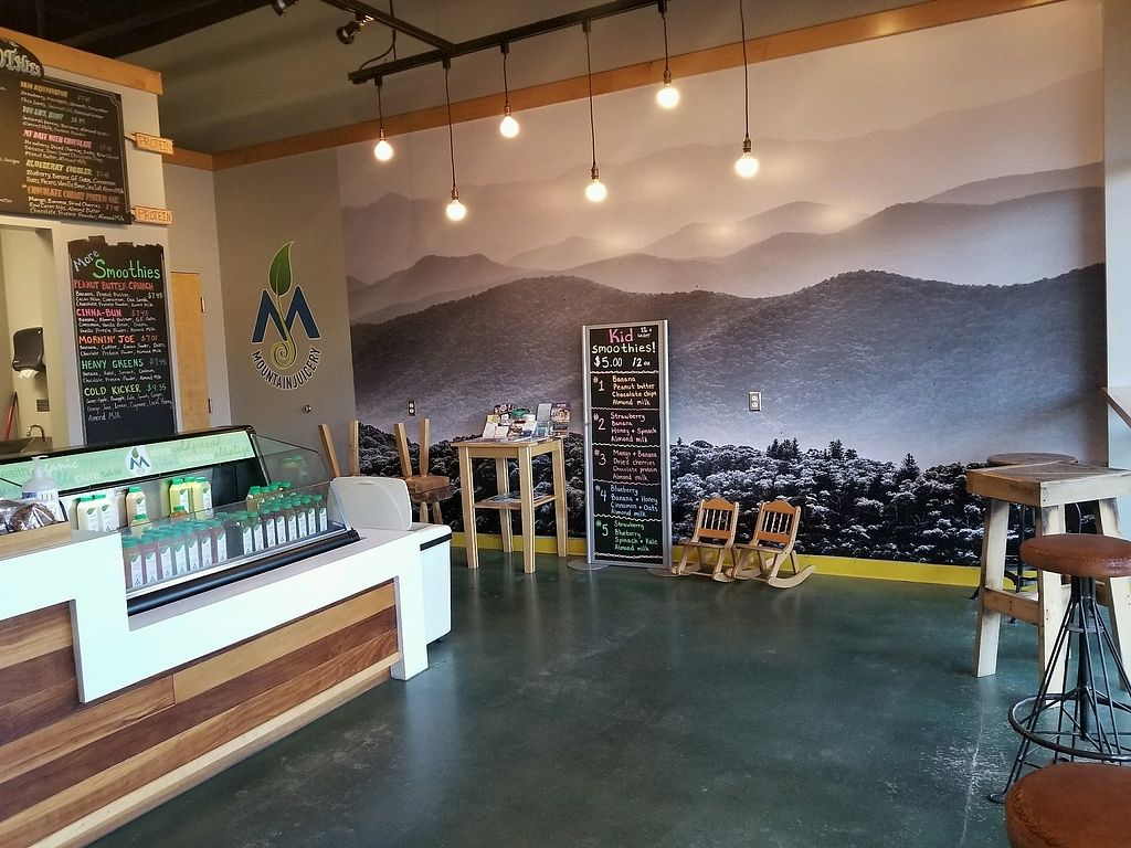 """Photo of Mountain Juicery  by <a href=""""/members/profile/PixieMel"""">PixieMel</a> <br/>Great decor <br/> November 7, 2017  - <a href='/contact/abuse/image/103871/323097'>Report</a>"""