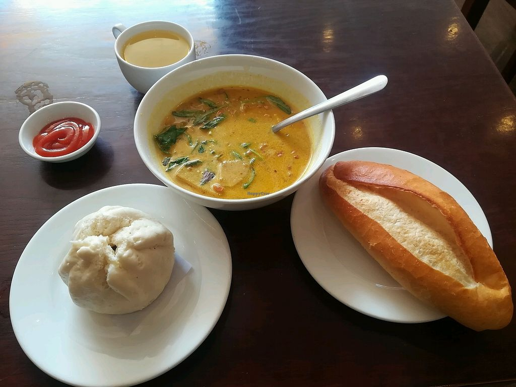 """Photo of Hoa Sen - Nguyen Van Cu  by <a href=""""/members/profile/Joost"""">Joost</a> <br/>curry soup  <br/> January 11, 2018  - <a href='/contact/abuse/image/103969/345428'>Report</a>"""
