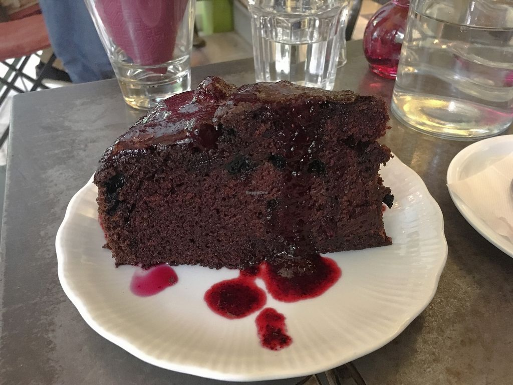 "Photo of Cafe Bar 67  by <a href=""/members/profile/Alina%26Deian"">Alina&Deian</a> <br/>Amazing vegan chocolate cake <br/> December 1, 2017  - <a href='/contact/abuse/image/103996/331157'>Report</a>"