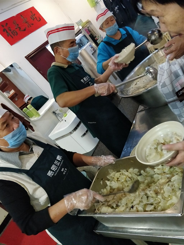 "Photo of Yu Hua Zhai  by <a href=""/members/profile/ultm8"">ultm8</a> <br/>Food servers <br/> November 6, 2017  - <a href='/contact/abuse/image/104064/322381'>Report</a>"
