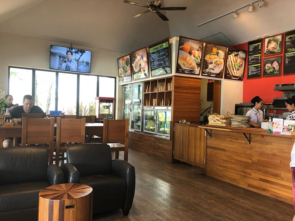 """Photo of Booster Deli & Cafe  by <a href=""""/members/profile/SoniaGivray"""">SoniaGivray</a> <br/>Ambiente general <br/> April 3, 2018  - <a href='/contact/abuse/image/104202/380054'>Report</a>"""