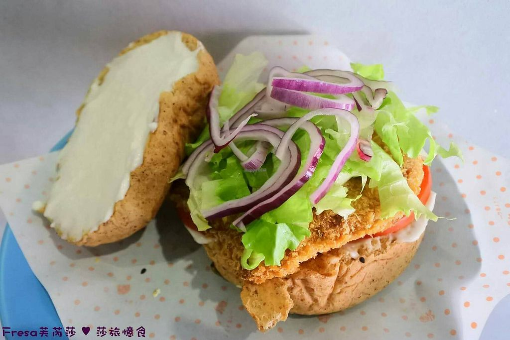 """Photo of Happy Green - Tainan Wei Le Lu  by <a href=""""/members/profile/%E5%91%A8%E5%A8%81%E5%BB%B7"""">周威廷</a> <br/>Mc Sunkiss Burger 麥克香吉堡 <br/> March 19, 2018  - <a href='/contact/abuse/image/104211/372791'>Report</a>"""