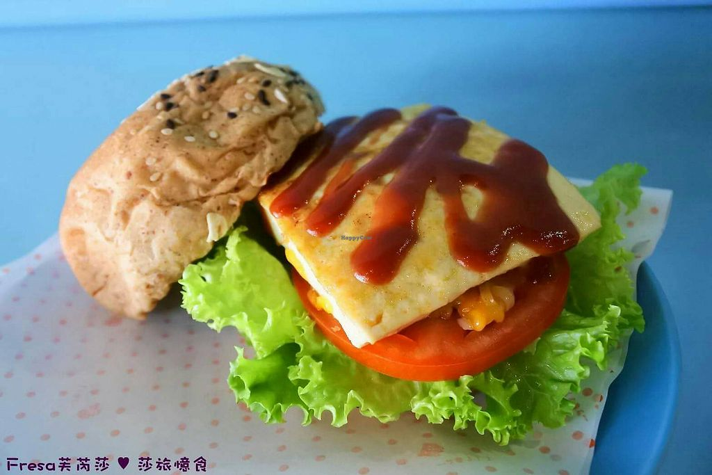 """Photo of Happy Green - Tainan Wei Le Lu  by <a href=""""/members/profile/%E5%91%A8%E5%A8%81%E5%BB%B7"""">周威廷</a> <br/>Everyday Tofu Burger 旦旦豆腐堡 <br/> March 19, 2018  - <a href='/contact/abuse/image/104211/372792'>Report</a>"""