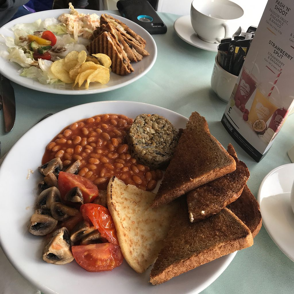 "Photo of Pots  by <a href=""/members/profile/Ghiribizzo"">Ghiribizzo</a> <br/>Full vegan breakfast and toastie <br/> March 28, 2018  - <a href='/contact/abuse/image/104219/377342'>Report</a>"