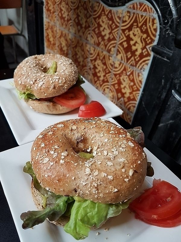 """Photo of Li O Lait  by <a href=""""/members/profile/TrudiBruges"""">TrudiBruges</a> <br/>vegan bagel with guacamole and lentils <br/> January 17, 2018  - <a href='/contact/abuse/image/104365/347536'>Report</a>"""