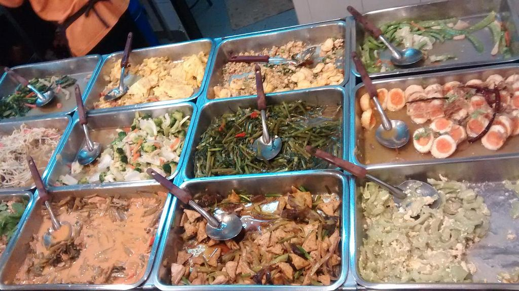 Photo of Vegetarian Food Stall - Ploenjit  by zungi <br/>some of the choice <br/> December 15, 2014  - <a href='/contact/abuse/image/10441/88056'>Report</a>