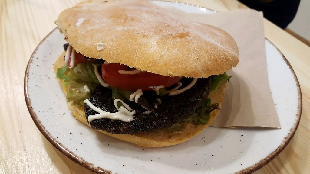 """Photo of Peas  by <a href=""""/members/profile/whyaken"""">whyaken</a> <br/>Mushroom burger  <br/> November 23, 2017  - <a href='/contact/abuse/image/104532/328545'>Report</a>"""