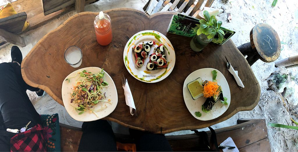 """Photo of Raw Love - Av. Tulum  by <a href=""""/members/profile/FioMigliore"""">FioMigliore</a> <br/>A clean amazing Lunch!! Pizza, pad Thai and Maki <br/> January 31, 2018  - <a href='/contact/abuse/image/104541/353245'>Report</a>"""