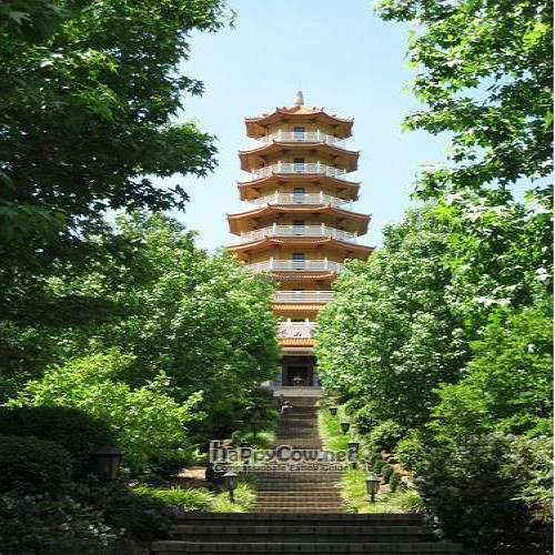 """Photo of Nan Tien Temple  by <a href=""""/members/profile/cvxmelody"""">cvxmelody</a> <br/>Pagoda <br/> December 24, 2009  - <a href='/contact/abuse/image/10471/3234'>Report</a>"""
