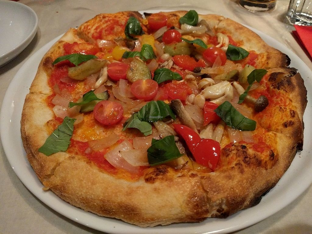 """Photo of La Luce  by <a href=""""/members/profile/EnricoVegan"""">EnricoVegan</a> <br/>vegetable pizza (~1300¥) <br/> November 12, 2017  - <a href='/contact/abuse/image/104824/324766'>Report</a>"""