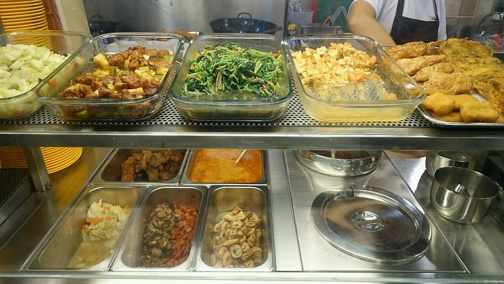 """Photo of Da Jia Fa Vegetarian Stall  by <a href=""""/members/profile/JimmySeah"""">JimmySeah</a> <br/>buffet selection <br/> November 13, 2017  - <a href='/contact/abuse/image/104900/325182'>Report</a>"""