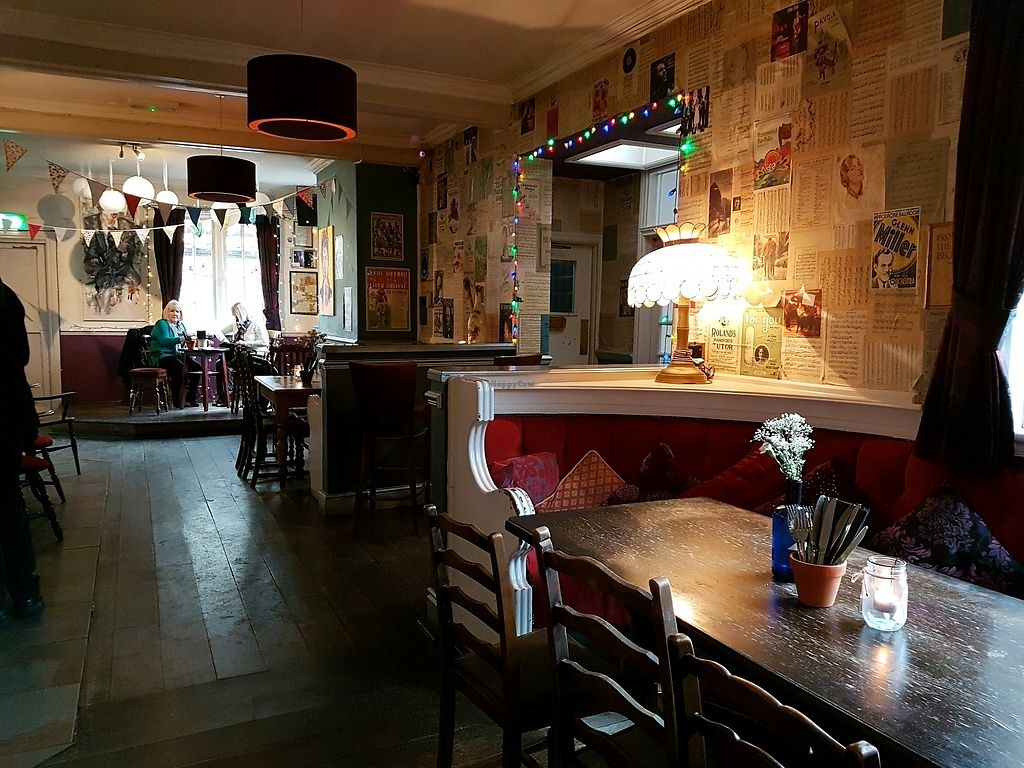 "Photo of The Red Lion  by <a href=""/members/profile/Hoggy"">Hoggy</a> <br/>Inside The Red Lion <br/> January 14, 2018  - <a href='/contact/abuse/image/105061/346567'>Report</a>"