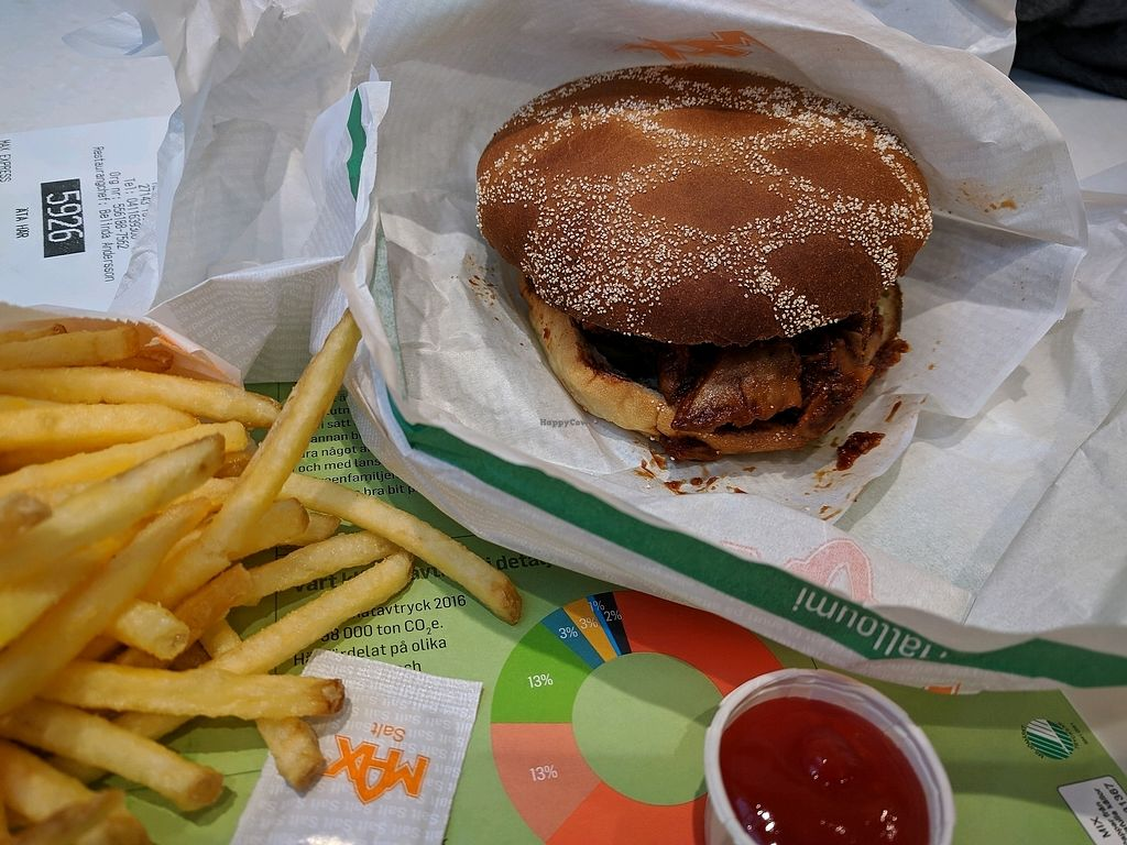 """Photo of Max  by <a href=""""/members/profile/Xyls"""">Xyls</a> <br/>vegan BBQ burger and fries <br/> November 23, 2017  - <a href='/contact/abuse/image/105079/328577'>Report</a>"""