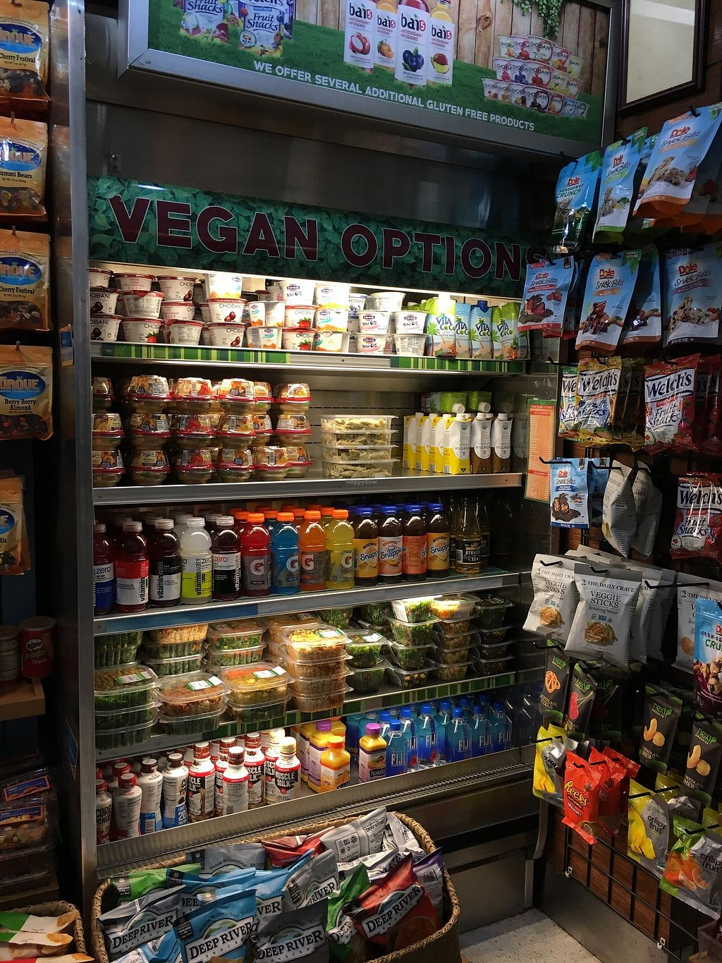 """Photo of Fresh Market on the Go - Airport  by <a href=""""/members/profile/kurt"""">kurt</a> <br/>Vegan Options <br/> November 15, 2017  - <a href='/contact/abuse/image/105152/325876'>Report</a>"""
