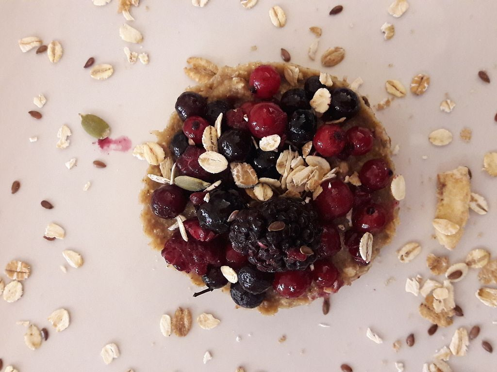 "Photo of Amaranta biobar  by <a href=""/members/profile/MalenaValderas"">MalenaValderas</a> <br/>Delicious vegan breakfast! Oat flakes with oat milk with plentyful berries and chia seeds <br/> January 19, 2018  - <a href='/contact/abuse/image/105425/348594'>Report</a>"