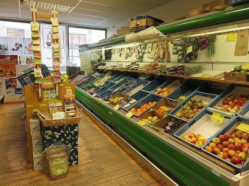 """Photo of Natuurwinkel Mordan - Christinastraat  by <a href=""""/members/profile/TrudiBruges"""">TrudiBruges</a> <br/>Fresh vegetables and fruit at Mordan, Ostend <br/> November 20, 2017  - <a href='/contact/abuse/image/105460/327462'>Report</a>"""
