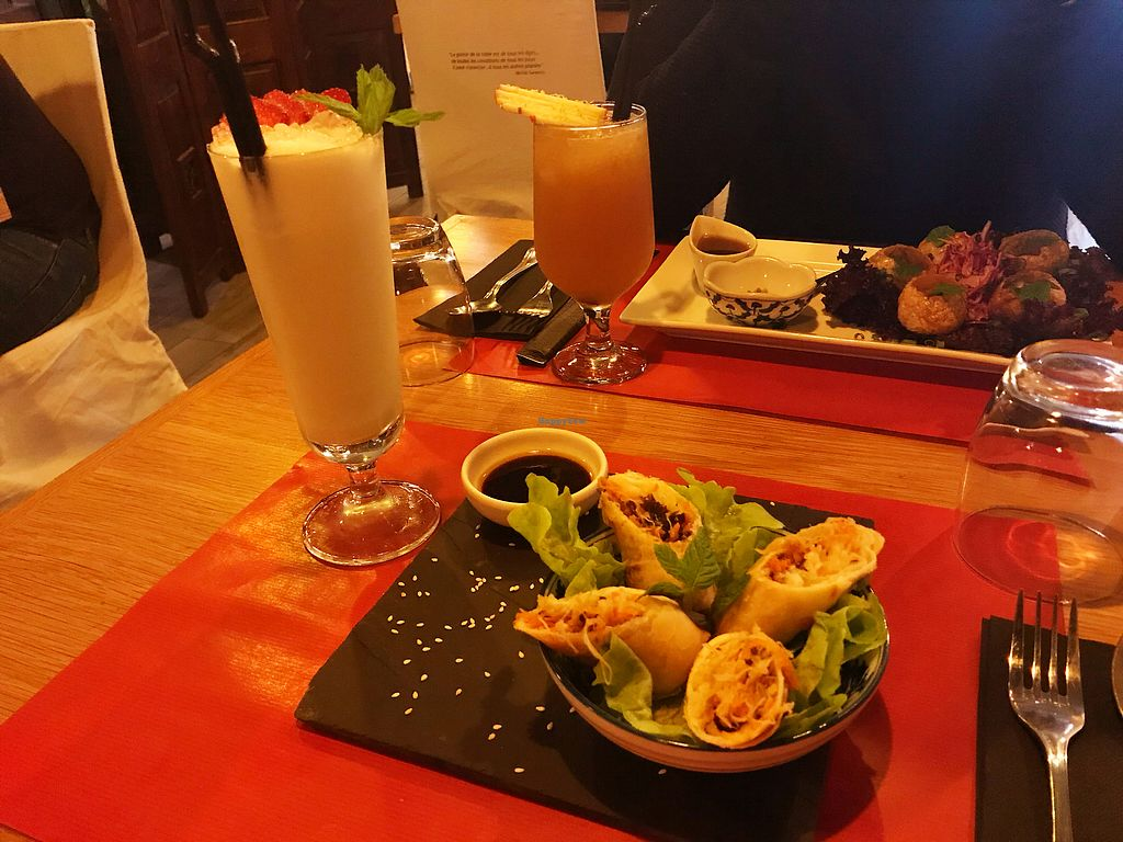 "Photo of EST Bento  by <a href=""/members/profile/AlasdairR"">AlasdairR</a> <br/>Great cocktails and starters (vegan)  <br/> November 30, 2017  - <a href='/contact/abuse/image/105885/330841'>Report</a>"