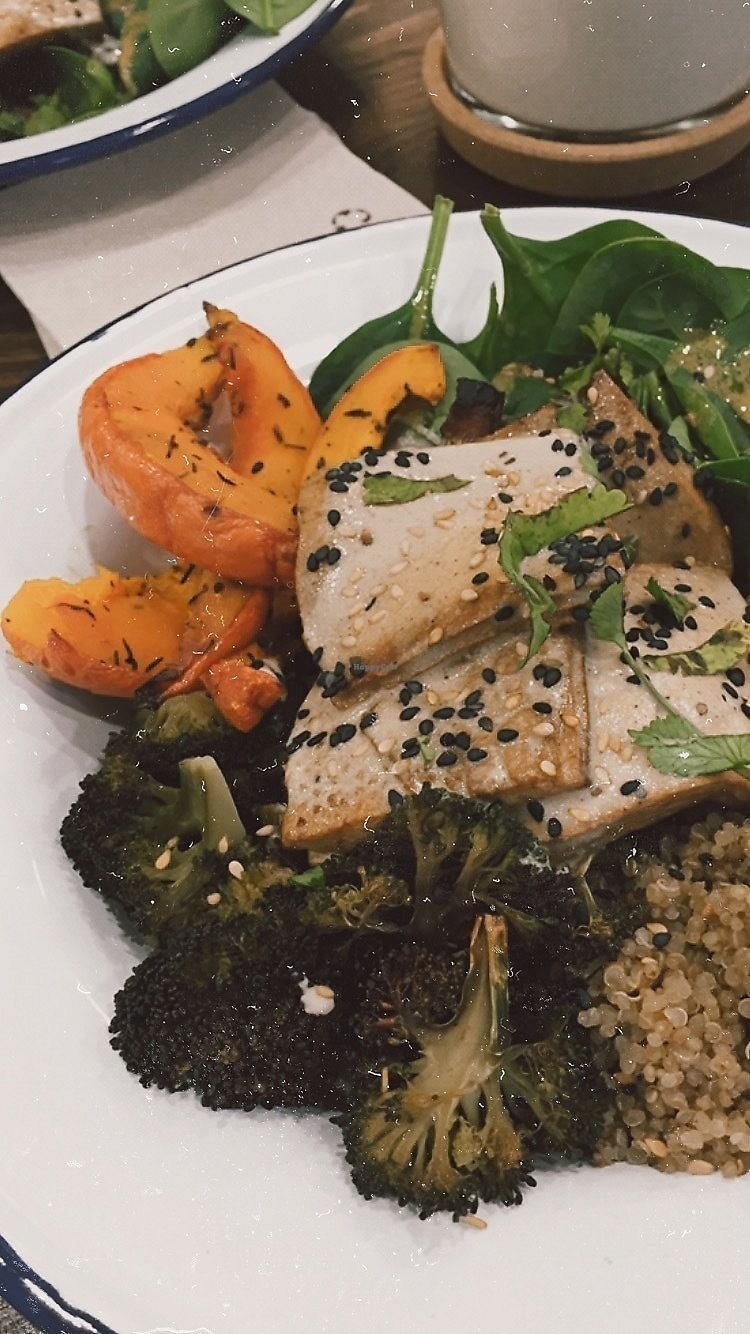 "Photo of Aujourd'hui Demain  by <a href=""/members/profile/marine_chpn"">marine_chpn</a> <br/>Yummy tofu bowl <br/> December 14, 2017  - <a href='/contact/abuse/image/105985/335487'>Report</a>"