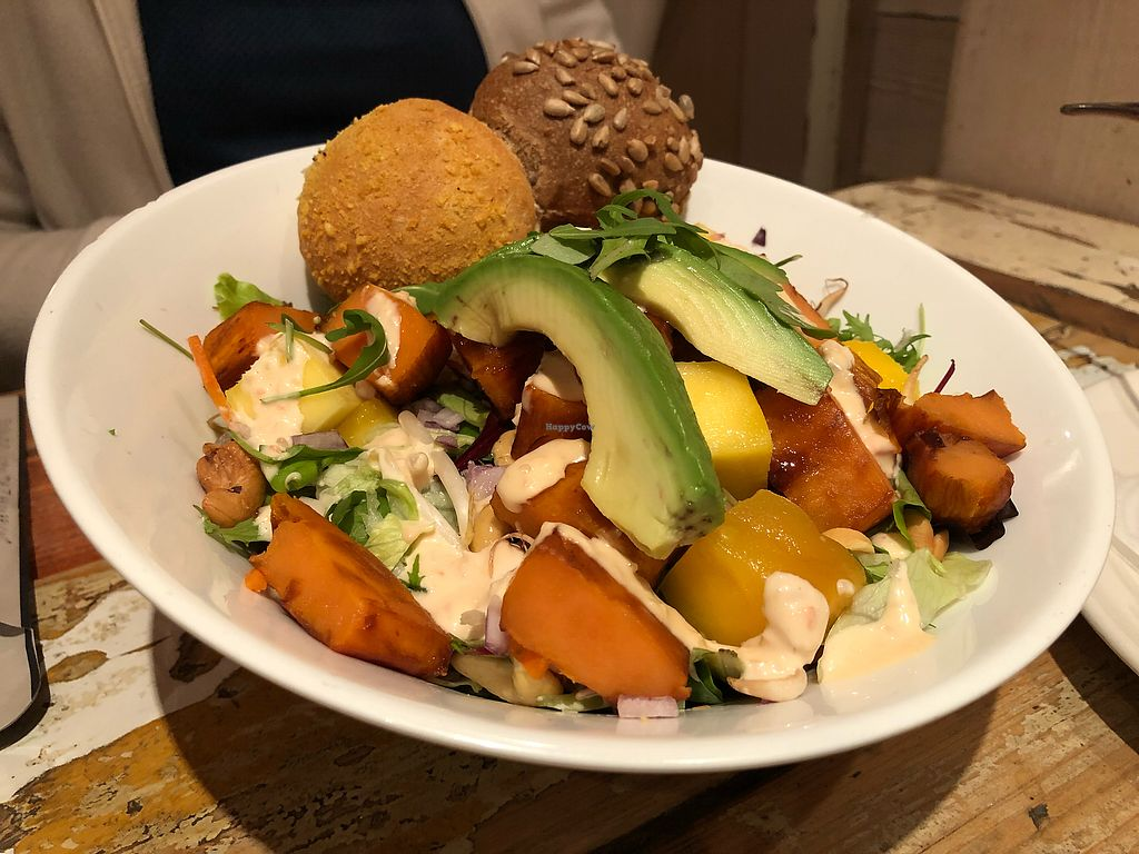 """Photo of De Zeemeeuw  by <a href=""""/members/profile/leont"""">leont</a> <br/>Salad with Avocado <br/> November 26, 2017  - <a href='/contact/abuse/image/106000/329462'>Report</a>"""