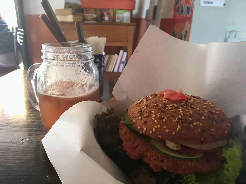 "Photo of Aguamiel Cafe   by <a href=""/members/profile/CamDup"">CamDup</a> <br/>la famosa hamburguesa casera <br/> January 14, 2018  - <a href='/contact/abuse/image/106076/346583'>Report</a>"