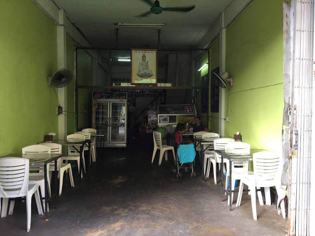 """Photo of Vegetarian - Khuanthani Rd  by <a href=""""/members/profile/mignonmignon"""">mignonmignon</a> <br/>Shop <br/> November 30, 2017  - <a href='/contact/abuse/image/106210/330711'>Report</a>"""
