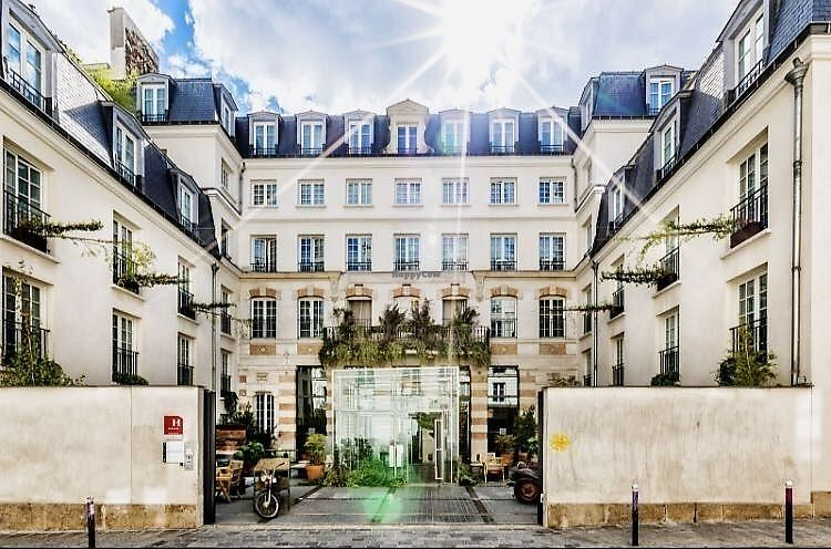"""Photo of Kube Hotel Paris  by <a href=""""/members/profile/TARAMCDONALD"""">TARAMCDONALD</a> <br/>Exterior of hotel <br/> November 30, 2017  - <a href='/contact/abuse/image/106293/330904'>Report</a>"""