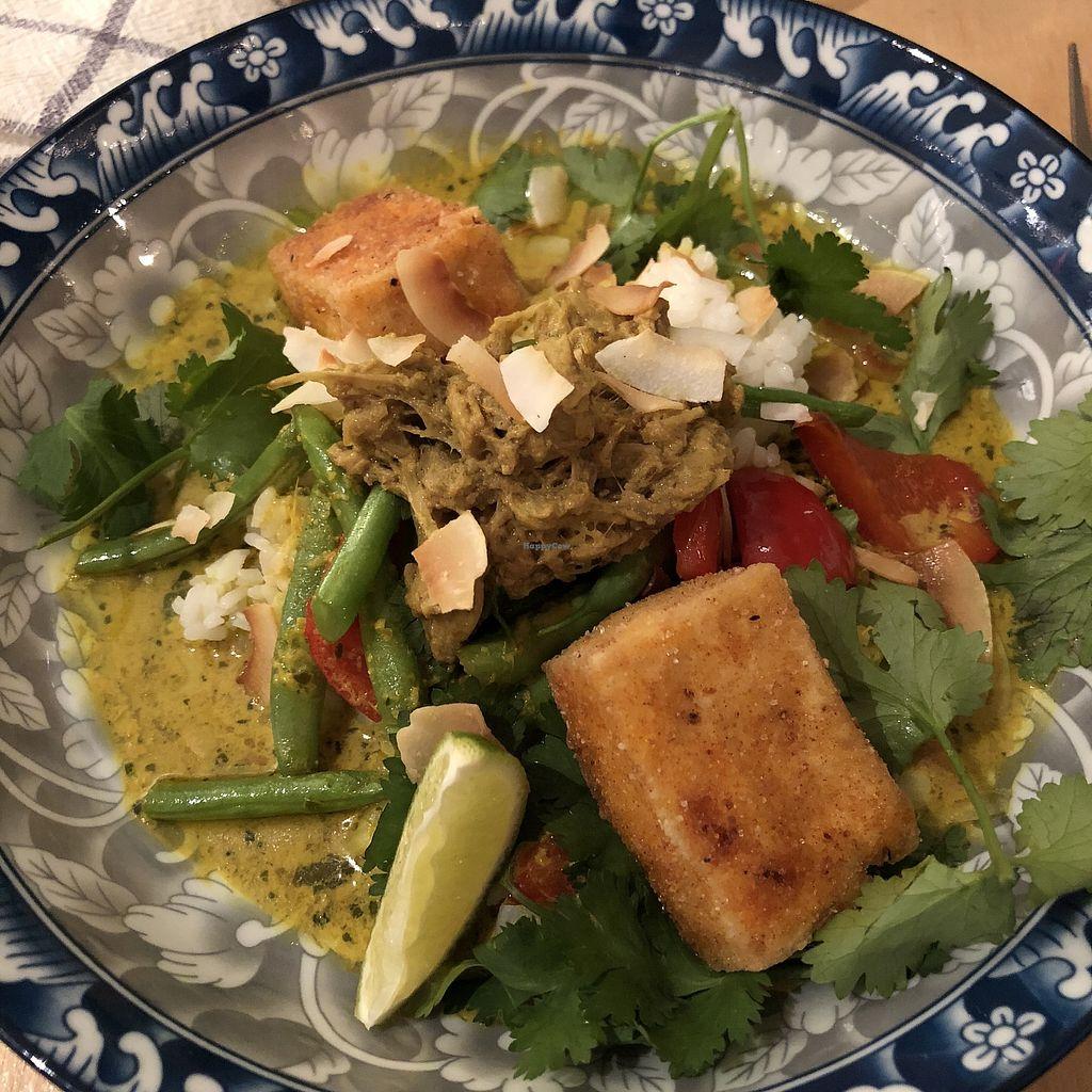 """Photo of Bighi Curry  by <a href=""""/members/profile/mcsnv"""">mcsnv</a> <br/>Curry malaisien jaune au lait de coco, tofu, haricots verts et """"rendang"""" de jackfruit <br/> November 30, 2017  - <a href='/contact/abuse/image/106318/330963'>Report</a>"""