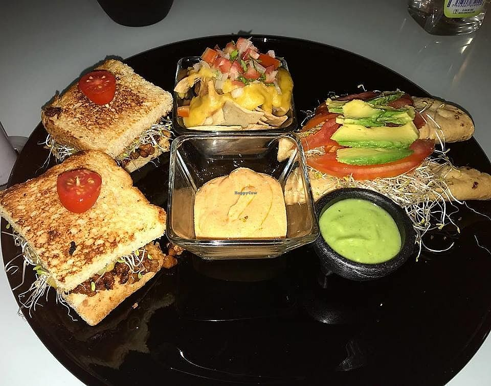 """Photo of El Paraje   by <a href=""""/members/profile/YanethGris"""">YanethGris</a> <br/>Delicious vegan options at El Paraje Restaurant! Some of the options that you can find: BBQ sandwich  Vegan nachos (Yes with Vegan cheese!) Tacos dorados  Guacamole  <br/> December 5, 2017  - <a href='/contact/abuse/image/106371/332426'>Report</a>"""