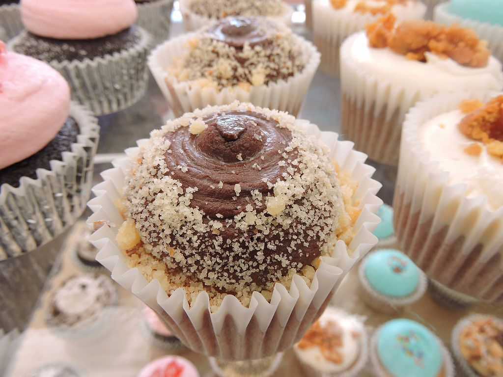 """Photo of Whipping Cupcakes  by <a href=""""/members/profile/whippingcupcakes"""">whippingcupcakes</a> <br/>Twix Bar Cupcake <br/> December 2, 2017  - <a href='/contact/abuse/image/106401/331377'>Report</a>"""