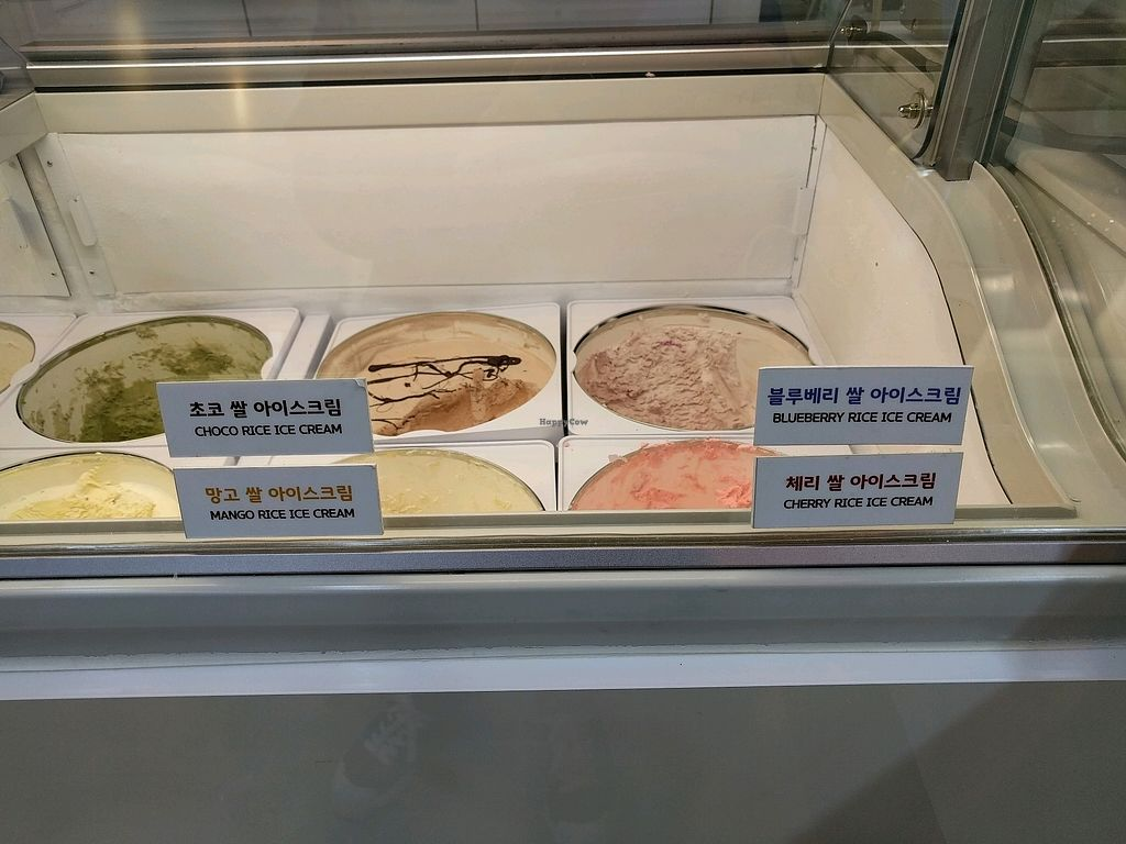 "Photo of Petitami at Suwon Cheon-cheon  by <a href=""/members/profile/PhillipPark"">PhillipPark</a> <br/>ice cream flavors <br/> December 2, 2017  - <a href='/contact/abuse/image/106403/331394'>Report</a>"