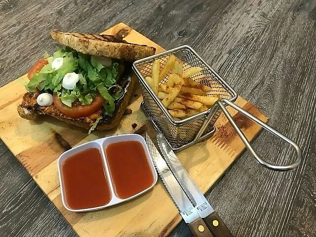 """Photo of Voi  by <a href=""""/members/profile/wilson_wilson"""">wilson_wilson</a> <br/>Vegan BBQ tempeh sandwich <br/> March 10, 2018  - <a href='/contact/abuse/image/106729/368826'>Report</a>"""
