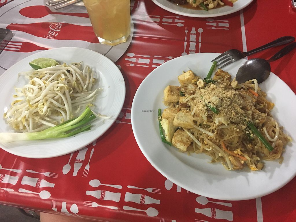 "Photo of Koh Kaew Restaurant  by <a href=""/members/profile/CarolineJoana"">CarolineJoana</a> <br/>Pad Thai with tofu&veggi (for vegan ask no egg) <br/> December 10, 2017  - <a href='/contact/abuse/image/106888/334134'>Report</a>"