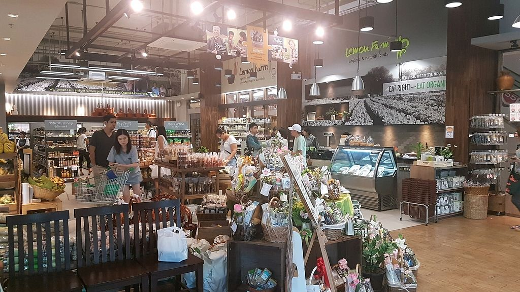 """Photo of Lemon Farm - Thonglor  by <a href=""""/members/profile/AlisaMizarii"""">AlisaMizarii</a> <br/>organic supermarket <br/> December 14, 2017  - <a href='/contact/abuse/image/106895/335442'>Report</a>"""