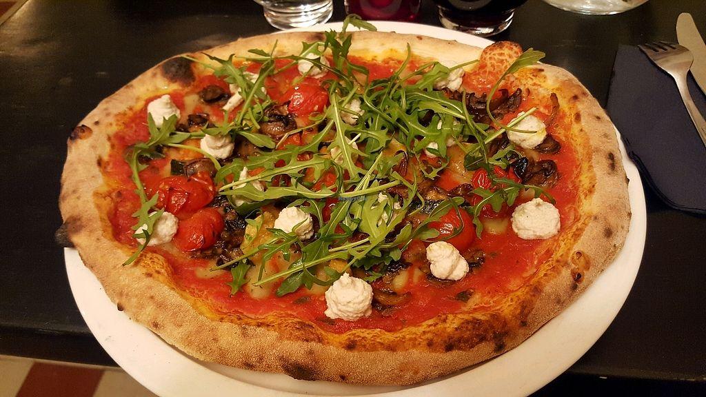 """Photo of Daddy Greens Pizzabar  by <a href=""""/members/profile/Chisaleya"""">Chisaleya</a> <br/>vegan pizza <br/> January 21, 2018  - <a href='/contact/abuse/image/106924/349477'>Report</a>"""