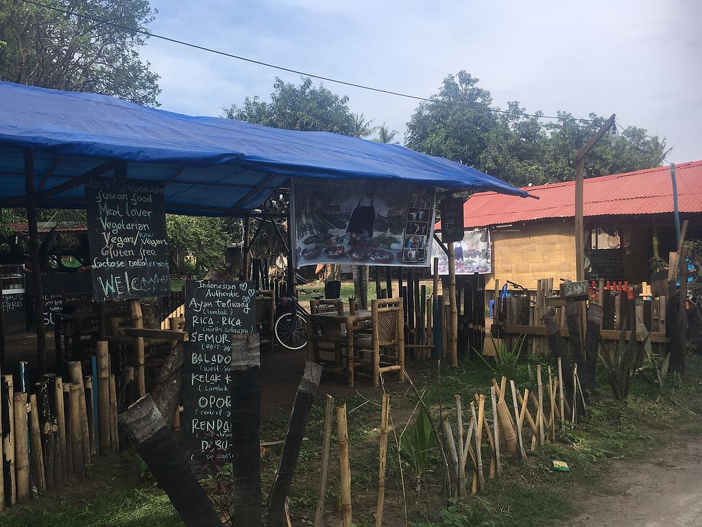 """Photo of Sunny Warung  by <a href=""""/members/profile/NaomiMorris"""">NaomiMorris</a> <br/>From the outside <br/> December 14, 2017  - <a href='/contact/abuse/image/106975/335430'>Report</a>"""