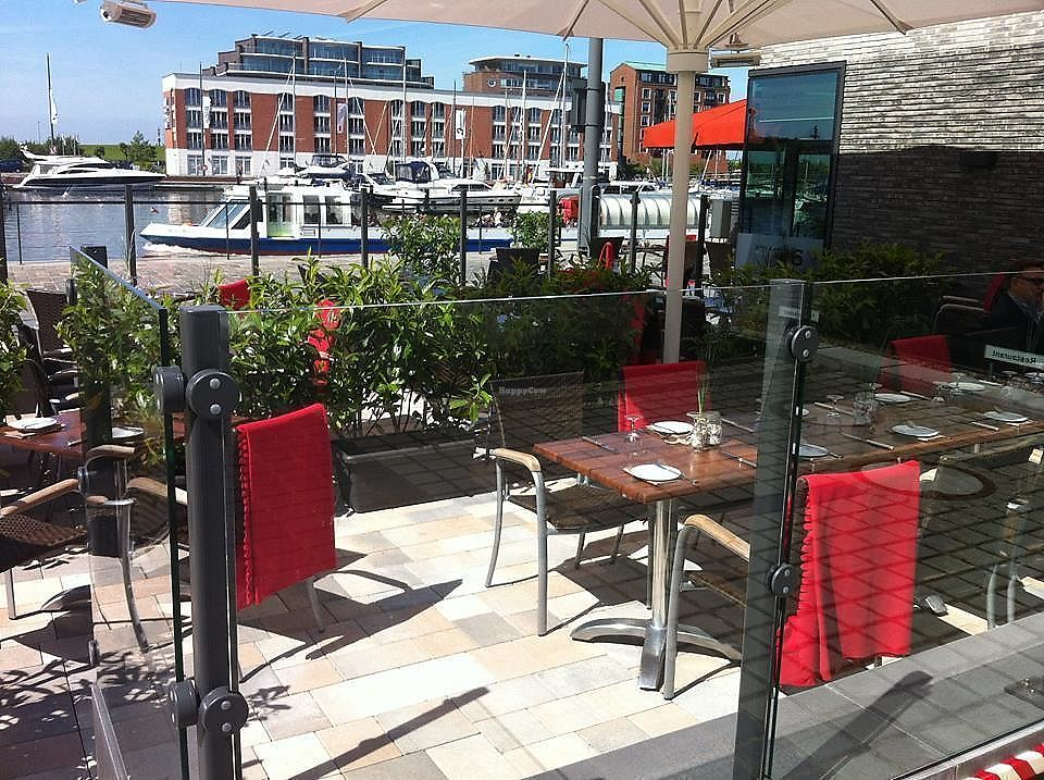 """Photo of Restaurant PIER 6  by <a href=""""/members/profile/community5"""">community5</a> <br/>PIER 6 <br/> December 10, 2017  - <a href='/contact/abuse/image/106980/334437'>Report</a>"""