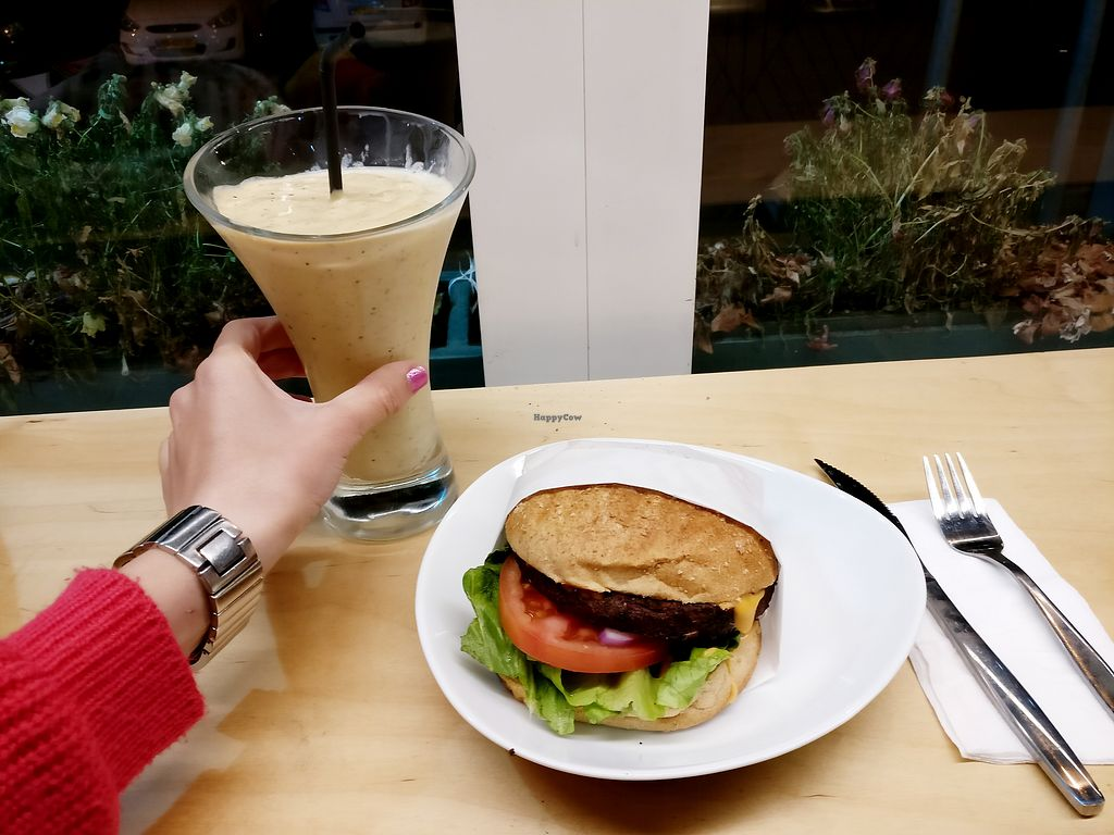 "Photo of Ludens Express  by <a href=""/members/profile/KarinKoala"">KarinKoala</a> <br/>vegan burger and peanut butter juice  <br/> March 31, 2018  - <a href='/contact/abuse/image/107518/378905'>Report</a>"
