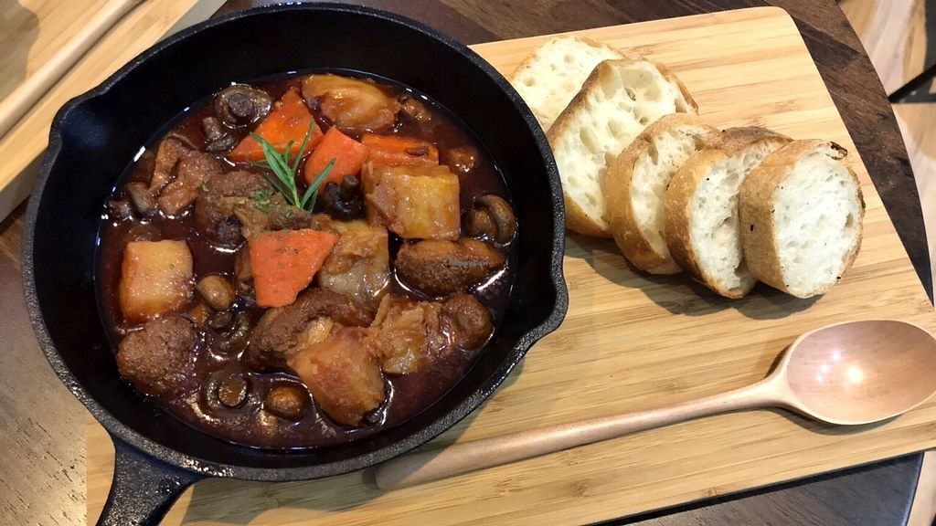 "Photo of Veganday Cuisine  by <a href=""/members/profile/bluesomeone"">bluesomeone</a> <br/>Vegan Boeuf Bourguignon <br/> December 20, 2017  - <a href='/contact/abuse/image/107623/337469'>Report</a>"