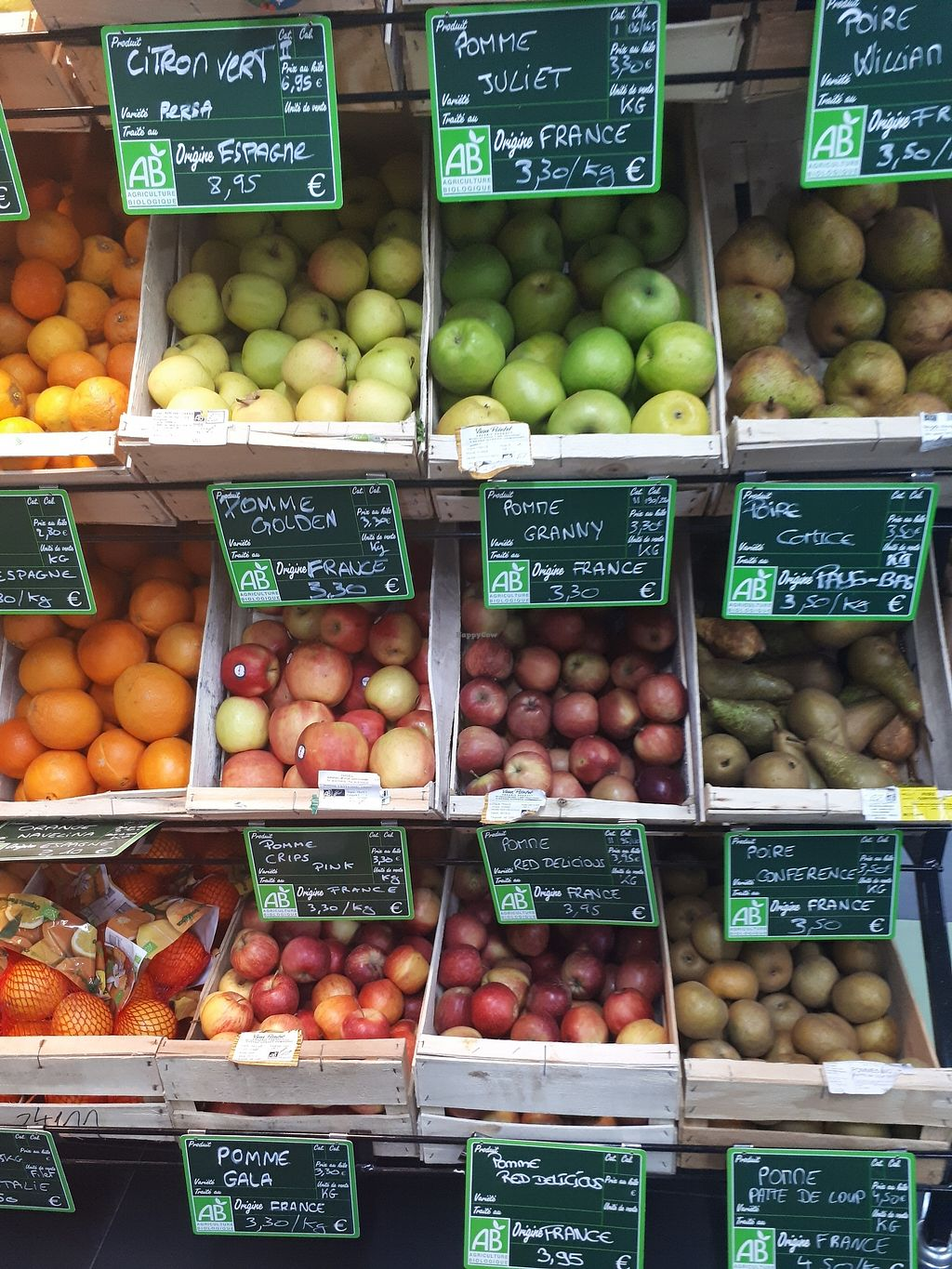 """Photo of Bio c' Bon - Notre Dame  by <a href=""""/members/profile/PascalB"""">PascalB</a> <br/>Fresh fruit  <br/> December 23, 2017  - <a href='/contact/abuse/image/107766/338375'>Report</a>"""